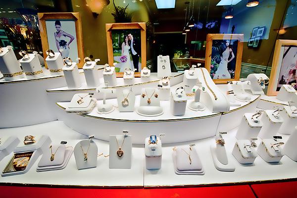 Vertolli Jewellers Storefront 2
